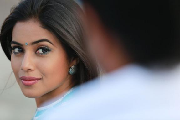 actress-actress-poorna-latest-hot-photos-11