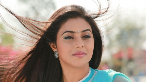 actress-actress-poorna-latest-hot-photos-16