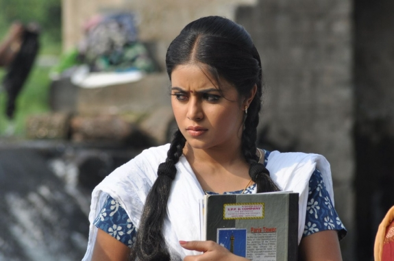 actress-actress-poorna-latest-hot-photos-17