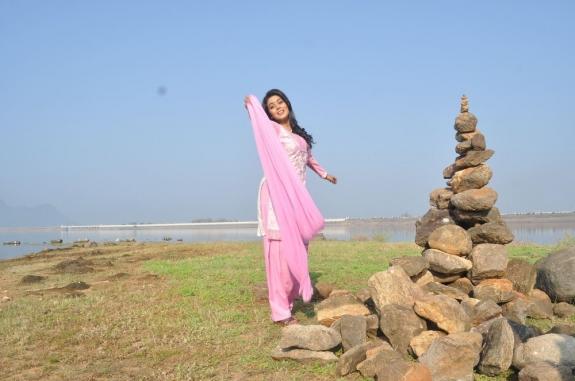 actress-actress-poorna-latest-hot-photos-18