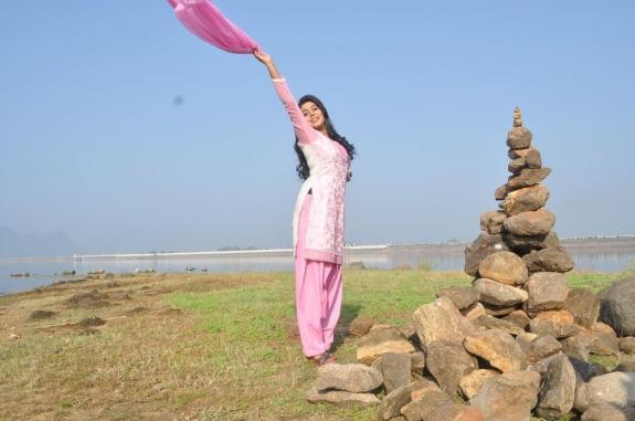 actress-actress-poorna-latest-hot-photos-37