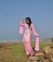 actress-actress-poorna-latest-hot-photos-04