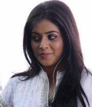 actress-actress-poorna-latest-hot-photos-20