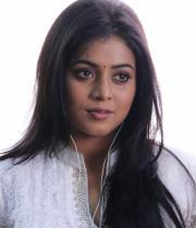 actress-actress-poorna-latest-hot-photos-28