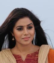 actress-actress-poorna-latest-hot-photos-32