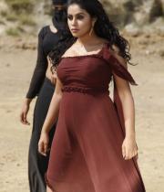 actress-actress-poorna-latest-hot-photos-33