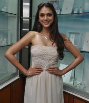 aditi-rao-hydari-latest-hot-photos-at-popleys-platinum-jewellery-launch-11