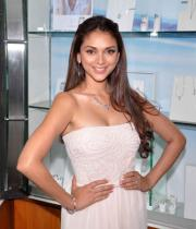 aditi-rao-hydari-latest-hot-photos-at-popleys-platinum-jewellery-launch-6