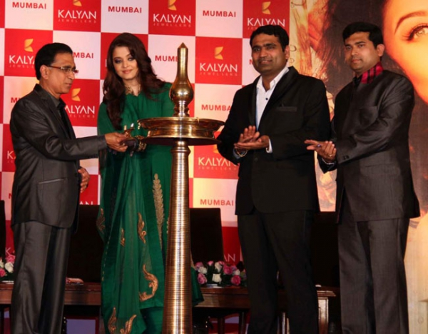 aishwaraya-rai-kalyan-jewellers-store-launch-photos-02