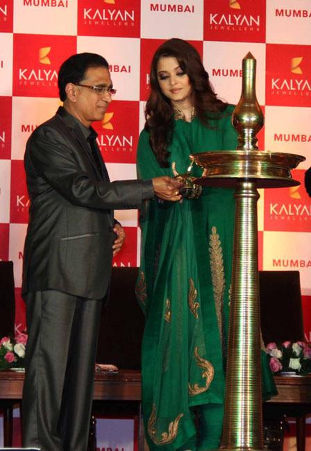 aishwaraya-rai-kalyan-jewellers-store-launch-photos-03