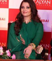 aishwaraya-rai-kalyan-jewellers-store-launch-photos-01
