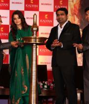 aishwaraya-rai-kalyan-jewellers-store-launch-photos-02
