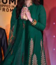 aishwaraya-rai-kalyan-jewellers-store-launch-photos-08