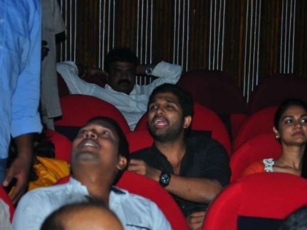 allu-arjun-family-watching-iddarammayilatho-01