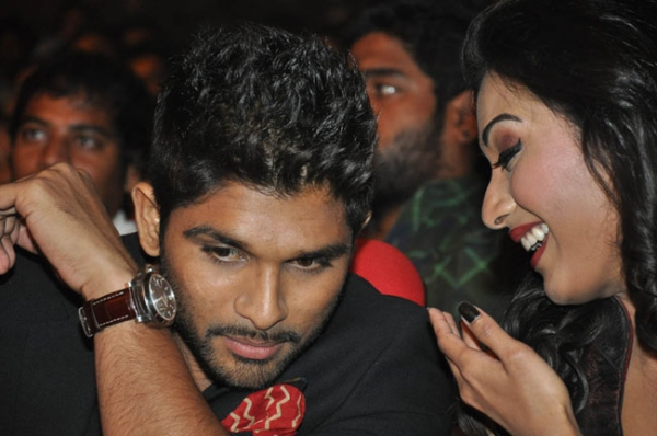 allu-arjun-iddarammayilatho-audio-launch-stills-08
