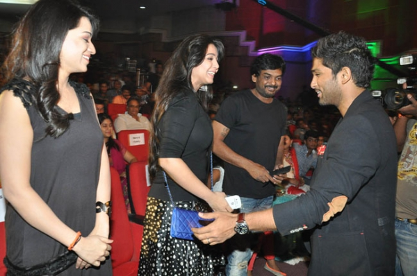 allu-arjun-iddarammayilatho-audio-launch-stills-14