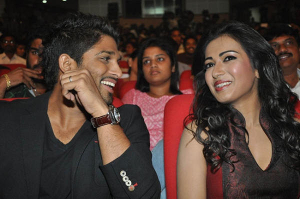 allu-arjun-iddarammayilatho-audio-launch-stills-15