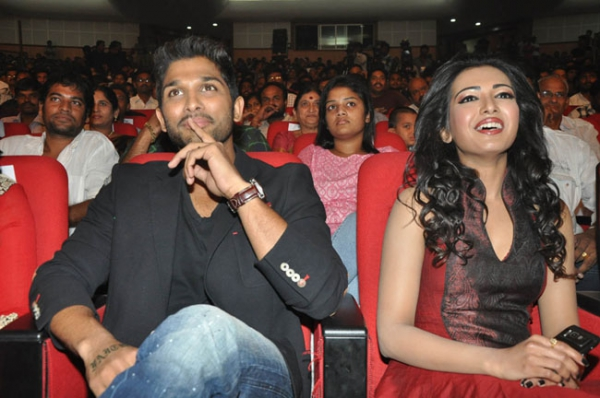 allu-arjun-iddarammayilatho-audio-launch-stills-16
