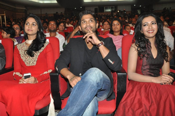 allu-arjun-iddarammayilatho-audio-launch-stills-17