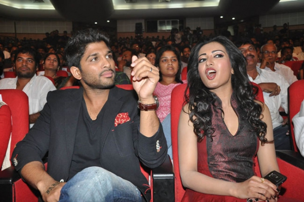 allu-arjun-iddarammayilatho-audio-launch-stills-19