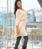 amala-paul-latest-photos-in-jeans-3