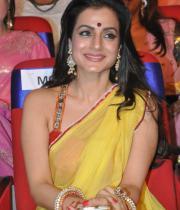 amisha-patel-saree-stills-at-tsr-awards-7