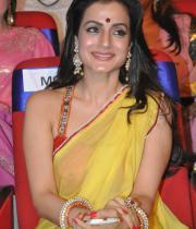 amisha-patel-saree-stills-at-tsr-awards-8