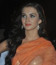 amy-jackson-hot-stills-in-transparant-saree-3