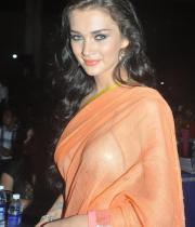 amy-jackson-hot-stills-in-transparant-saree-6