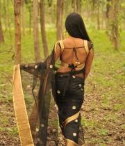 612_11_anchor-prashanthi-hot-transparent-saree-photos-11