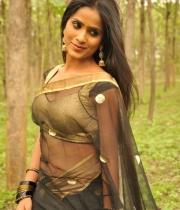 612_12_anchor-prashanthi-hot-transparent-saree-photos-12