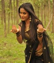 612_13_anchor-prashanthi-hot-transparent-saree-photos-13