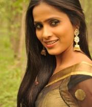 612_15_anchor-prashanthi-hot-transparent-saree-photos-15