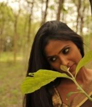 612_18_anchor-prashanthi-hot-transparent-saree-photos-18
