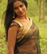 612_4_anchor-prashanthi-hot-transparent-saree-photos-4