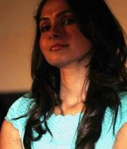 actress-andrea-jeremiah-hot-stills-3