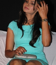 actress-andrea-jeremiah-hot-stills-8