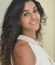 anu-priya-at-potugadu-movie-press-meet-16