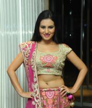 actress-anu-smruthi-hot-stills-18