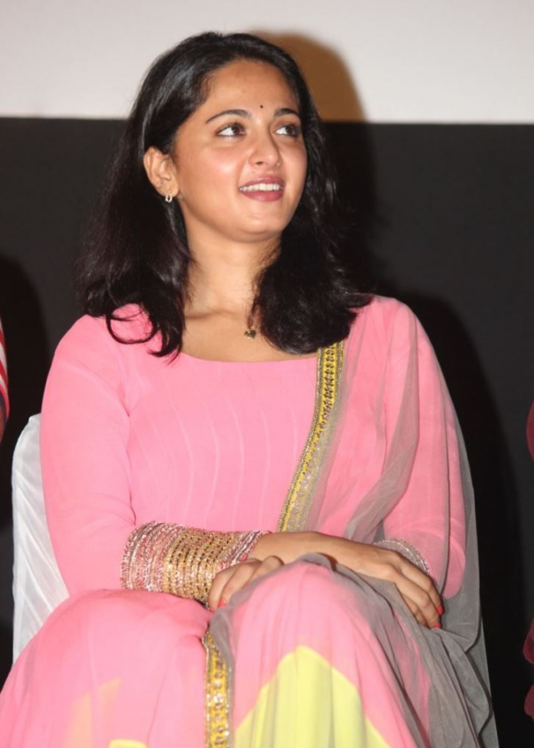 anushka-photos-at-varna-audio-launch-11