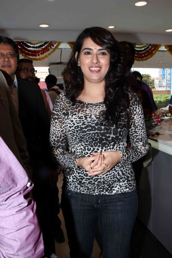 archana-at-samsung-plaza-launch-2