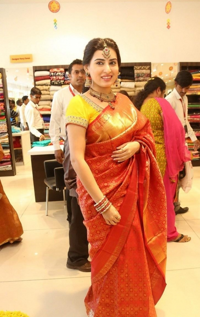 archana-beautiful-saree-photos4
