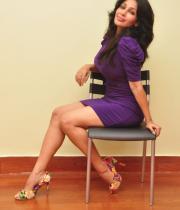 asha-saini-hot-thighs-show-stills-03