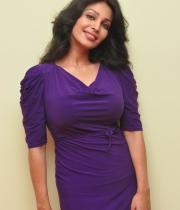 asha-saini-hot-thighs-show-stills-06