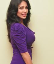 asha-saini-hot-thighs-show-stills-07