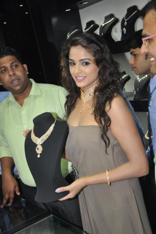 Actress Asmita Sood at Jos Alukkas Showroom Launch Photos