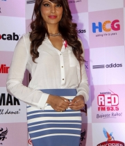 bipasha-basu-and-milind-soman-support-pinkathons-second-edition-event-10