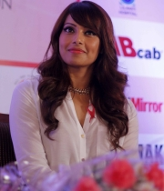 bipasha-basu-and-milind-soman-support-pinkathons-second-edition-event-11