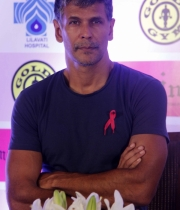 bipasha-basu-and-milind-soman-support-pinkathons-second-edition-event-13