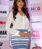 bipasha-basu-and-milind-soman-support-pinkathons-second-edition-event-14